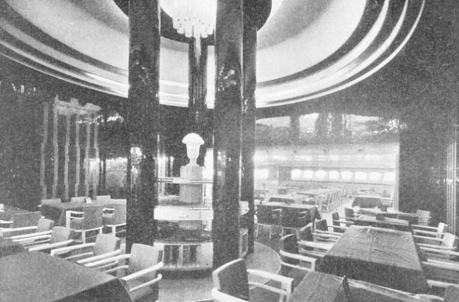 Tourist-class dining saloon in the Normandie