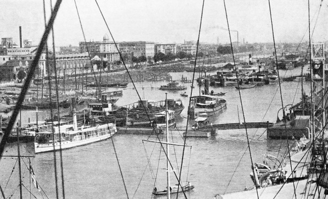 A VIEW OF THE HARBOUR of Hankow, on the Yangtze Kiang