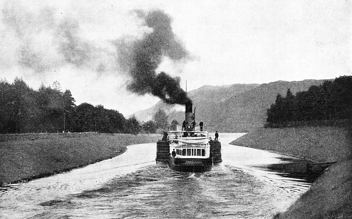 The paddle steamer Gondolier leaving Fort Augustus
